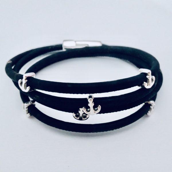 Schwarzes Armband aus Naturkork mit silbernen Ankern