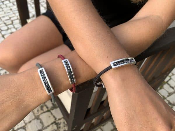 Das Black Swarovski Armband vereint Natur und Mode in einem und gibt dir einen eleganten & natürlichen Look für jede Gelegenheit